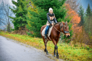 Фото девочки на лошади в Эдельвейсе.JPG
