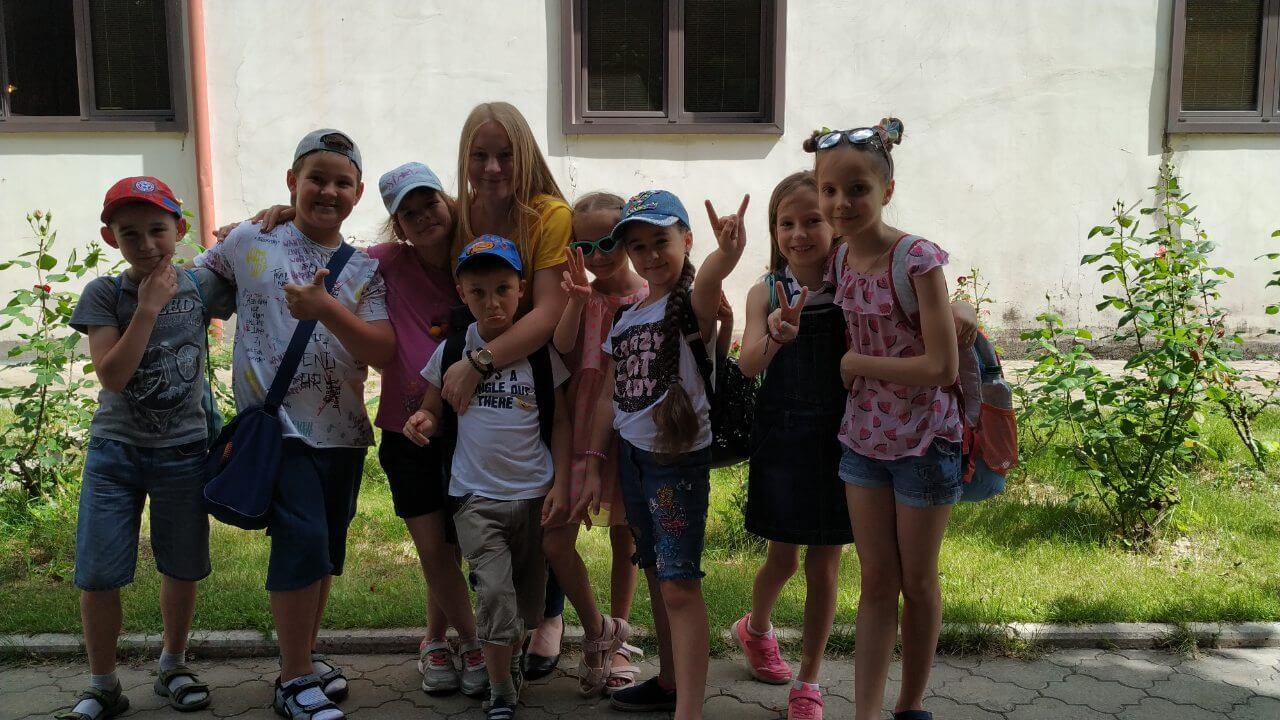 Фото детей возле лагеря БИГ БЕН